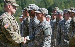 周五(4月15日),国防部宣布被分派战斗岗位的首批22 名女军官,其中13名被分派到装甲兵部队,9名到步兵部队。图为去年自陆军游骑兵学校毕业的其中一名女兵。(Jessica McGowan/Getty Images)