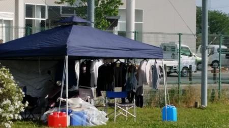 喜欢干净的日本人避难时也每天洗衣服。(萧桦/大纪元)