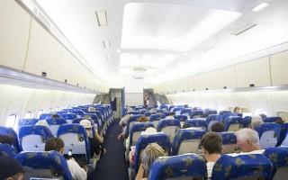 飛機上有一些空姐沒有告訴你的免費物品或服務。這些物品,只要你開口向空姐要,就會得到。(Fotolia)