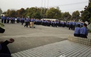 3月30日,上海日资企业纳米奇精密机电有限公司工人罢工,遭数十名警察镇压,10人被抓捕,其中包括4名围观拍照路人。(网络图片)