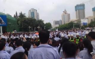 廣東深圳港資雅駿眼鏡製造有限公司工人罷工持續升級,4月28日,數千工人圍堵龍崗區政府,一度與警察發生衝突,3名工人被抓捕。(網絡圖片)