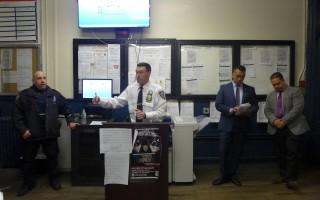 五分局副局长沃洛比(Erik Worobey)就近期发生的两种模式犯罪,提醒民众注意。 (蔡溶/大纪元)
