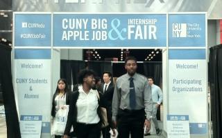 「大蘋果職業招聘會」是紐約就業風向標之一。 (于佩/大紀元)