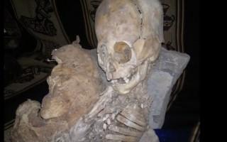 秘魯森林發現的巨頭外星人骨骸木乃伊。(網路擷圖)