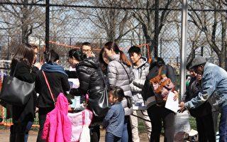 不少華人也參與了這次的預算案投票。 (于佩/大紀元)