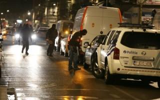 布鲁塞尔遭遇恐怖袭击后,当局搜捕恐怖嫌犯。( NICOLAS MAETERLINCK/AFP/Getty Images)