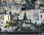 意大利Sassi di Matera洞穴村落位于该国南部陡峭山壁边,外观就好似美国漫画或卡通故事--打火石(Flintstones)的场景,可以追溯到9,000年前,被认为是世界上最古老、持续有人居住的洞穴城市。(fotolia)