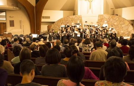 圖:在林秋美指揮下,合唱團演唱了15首中外經典曲目,贏得全場觀眾熱列掌聲。(楊婕/大紀元)