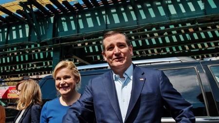 4月6日,科鲁兹与妻子海蒂现身纽约市布朗克斯区,为19日举行的纽约州初选造势。(Bryan Thomas/Getty Images)