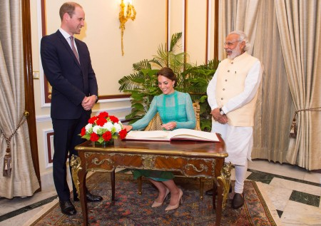 王子夫妇和印度总理莫迪会面。 (Dominic Lipinski - Pool/Getty Images)
