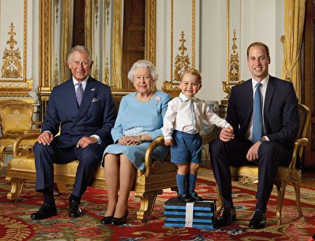 4月20日英国女王和夫君爱丁堡公爵参观英国皇家邮政。(Ranald Mackechnie/Royal Mail/Getty Images)