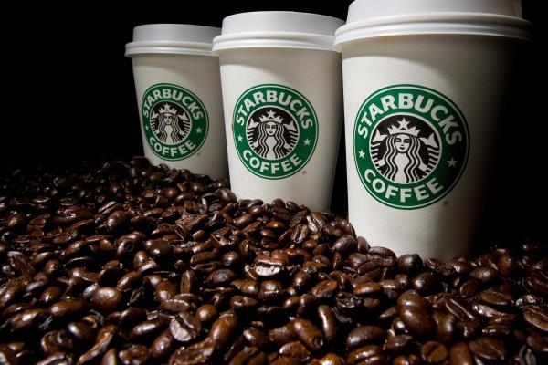 一名美国女子在星巴克买了一杯咖啡,被咖啡烫伤,获得超过10万美元的赔偿。(PAUL J. RICHARDS/AFP/Getty Images)