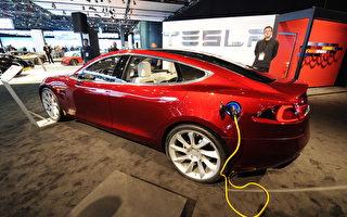 一项最新调查显示,特斯拉(Tesla)名列全球最具价值汽车品牌第10名,将高级轿车品牌凌志(Lexus)挤出十名之外。(STAN HONDA/AFP/Getty Images)
