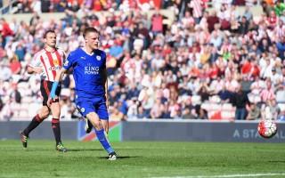 """凭借瓦迪的""""梅开二度"""",莱斯特2-0完胜桑德兰,取得五连胜,继续领跑英超。(Michael Regan/Getty Images)"""