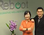 Reboot综合健康中心脊椎治疗师尚蒙医生(左)和物理治疗师兼针灸师Steve O(图由本人提供)