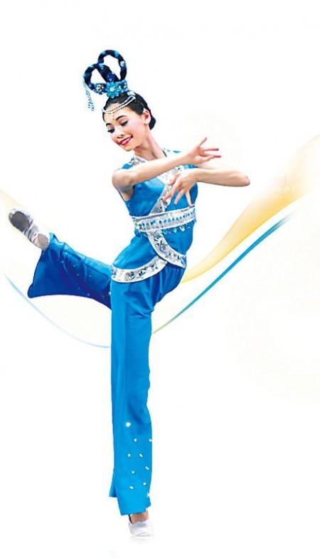 """主办本次大赛的新唐人电视台香港分站总经理朱长民介绍,中国古典舞是五千年中华神传文化的承传和延续方式之一,是建立在深厚的传统美学基础上的舞蹈艺术,""""动作难度高,技巧丰富,而且有超强的表现力,是不同于芭蕾舞的世界上最完整的舞蹈体系之一。"""""""