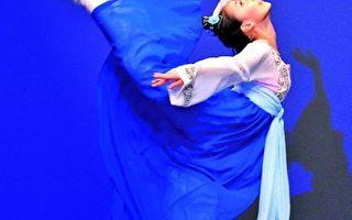 劉心怡表演的劇目《嫦娥奔月》,獲得2009年第三屆「全世界中國古典舞大賽」 青年女子組金獎。(愛德華/大紀元)