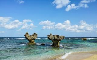 日本冲绳以爱心闻名的景点,心形石甜蜜风景。 (日本乐天旅游提供)
