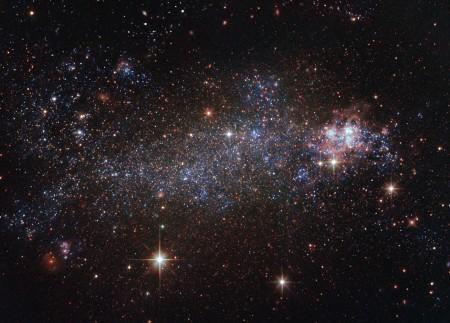 哈勃望远镜观测的不规则形状星系NGC 5408。(Hubble/ESA/NASA)