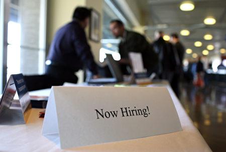 随着千禧一代进入职场,越来越多的经理发现,新招聘的年轻员工或毕业生很容易受挫折。( Justin Sullivan/Getty Images)