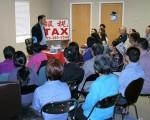 「三角會計」創辦人、總裁,紹爾大學(Shaw University )教授牛志文(Steve Niu)先生為現場50多位來賓做了2小時的稅務講解。(大紀元/謝漫雪)