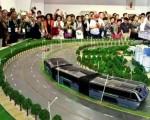 """官媒报导称,一次可容纳1200人""""立体巴士""""可以解决中国交通拥堵问题。(网络图片)"""
