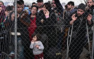 """联合国难民事务高级专员菲利普•格兰迪表示,难民危机现已成为全球性现象,而简单地阻挡移民""""不会奏效""""。他呼吁更多国家必须帮助承担难民负担的几个国家,拿出更多资金,并安置更多人(AFP / LOUISA GOULIAMAKI)"""