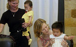 中国一些有特殊需要的孩子经常被善良的美国夫妇领养。(AFP PHOTO/Peter PARKS)