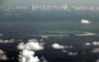 """中共两架战机于2016年5月17日在南海北部近距离拦截美国一架侦察机,美方称此事件""""不安全""""。图为南海南沙群岛中的美济礁。(RITCHIE B. TONGO / POOL / AFP)"""