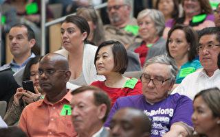 在圣荷西的租管听证会上挤满了各族裔人群。(马有志/大纪元)