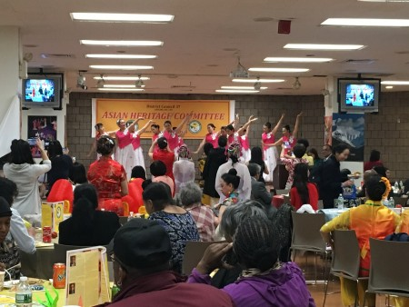 5月13日,纽约市公务员工会DC37为庆祝亚裔传统月,在曼哈顿的总部大楼举行晚宴。 (于佩/大纪元)