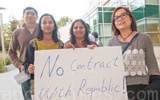 2015年9月15日,苗必达市在市政厅会议上,表达强烈愿望,反对使用纽比垃圾场的服务。(马有志/大纪元)