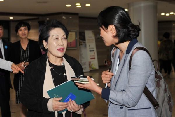 韩纸文化振兴院理事长金惠美子: