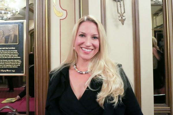 Andrea Shaparenko于 4月30日晚观看了神韵纽约艺术团在圣巴巴拉的演出。(任一鸣/大纪元)