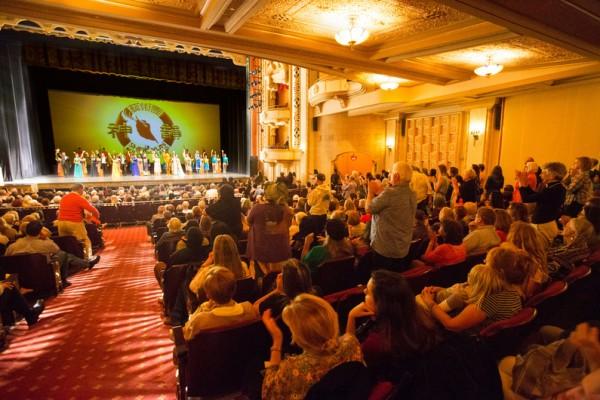 2016年4月30日,神韵纽约艺术团在加州圣巴巴拉市(Santa Barbara)的格兰纳达剧院(Granada Theatre)进行了两场演出。至此,圣巴巴拉两天三场的演出精彩落幕,也为神韵2016年度在大洛杉矶地区及周边城市场场爆满、名流云集的31场演出划下了完美的句号。(季媛/大纪元)