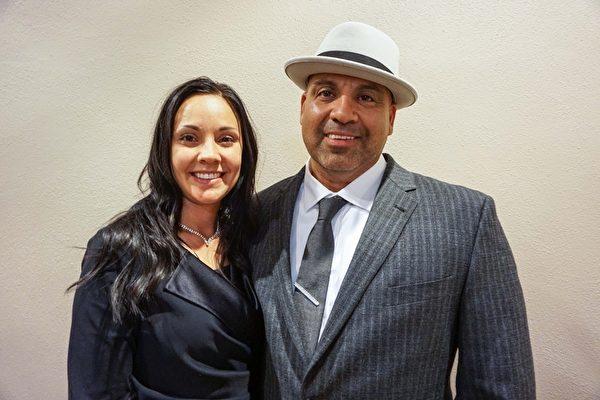 牧师PeteCabrera和太太Katie观看了神韵纽约艺术团2016年5月3日晚在美国堪萨斯州威奇托市二世纪演艺及会议中心(Century II Performing Arts & Convention Center Concert Hall)的首场演出。(温文清/大纪元)