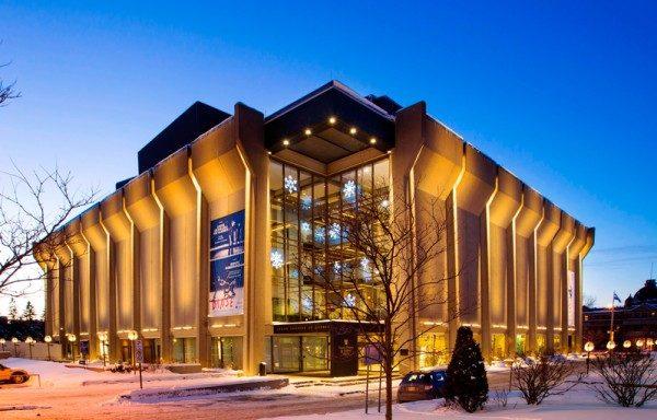 2016年5月3日,美国神韵艺术团在魁北克城举行今年首演,热情的魁北克观众表示神韵晚会美不胜收,且给人类生命带来启迪。图为魁北克城大剧场。(大纪元资料照片)