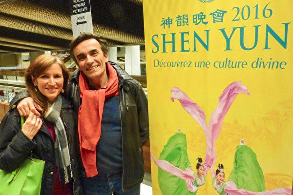 魁北克城的新闻学教授Thierry Watine先生与音乐家太太Martine Watine于5月4日晚观看了纽约国际艺术团的演出,他们表示整晚都陶醉其中,非常愉快。(大纪元)