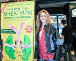 阿根廷布宜諾斯艾利斯電台Radio Mitre的節目主持人Suzana女士觀看了神韻演出。(林南/大紀元)