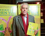 2016年5月6日晚,前國會議員Carlos Sueiro律師觀看了美國神韻巡迴藝術團今年在阿根廷布宜諾斯艾利斯Opera劇院(Teatro Opera Allianz)的第二場演出。(Elina Villafanie/大紀元)