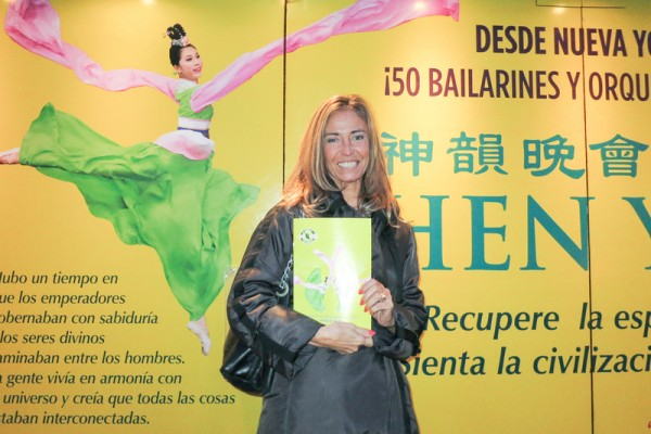 Felicitas Duche女士于5月7日下午观看了神韵巡回艺术团在布宜诺斯艾利斯Opera剧院的演出。(林南/大纪元)
