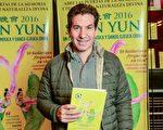 阿根廷的现代化、革新和技术部部长Andy Freire于5月7日下午携家人一起来看神韵巡回艺术团在布宜诺斯艾利斯的Opera剧院的演出。(Elina Villafanie/大纪元)