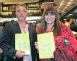 電視主播Debbie Correa(右)與時裝設計師Manuel Cabane(左)5月7日晚觀賞了美國神韻巡迴藝術團今年在阿根廷首都布宜諾斯艾利斯的Opera劇院的第四場演出。(林南/大紀元)