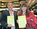 电视主播Debbie Correa(右)与时装设计师Manuel Cabane(左)5月7日晚观赏了美国神韵巡回艺术团今年在阿根廷首都布宜诺斯艾利斯的Opera剧院的第四场演出。(林南/大纪元)