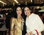 5月8日晚,Mastroestéfano姐妹一起观看了美国神韵巡回艺术团在阿根廷布宜诺斯艾利斯 Opera剧院(Teatro Opera Allianz)的第五场演出。(林南/大纪元)