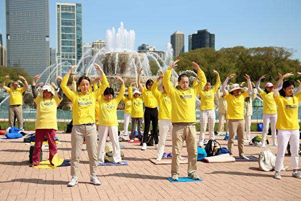 芝加哥慶祝「法輪大法日」 西方人走進修煉