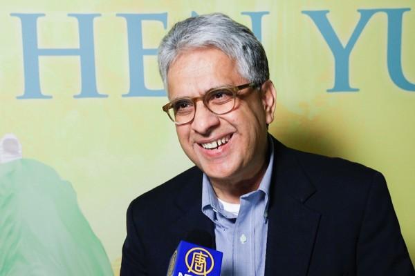 5月10日晚,宾州西部印第安纳大学商学院教授 Maban Batla观看了神韵纽约艺术团在美国宾州匹兹堡本尼德表演艺术中心(The Benedum Center for the Performing Arts)的首场演出。(新唐人提供)