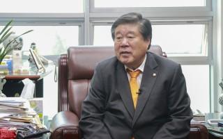 韩国国会议员崔圭成(Choi Kyu-Sung)5月11日受访时表示,神韵是文化演出,KBS因中共压力就取消租约合同,这是不对的。(全景林/大纪元)