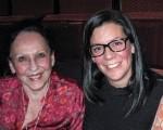 "Julie Diertdiat(右)与和母亲Sandy(左)和自己的先生都认为观看神韵演出是""全新的艺术体验""。(童云/大纪元)"