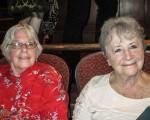 兩位心理學家Sue Van Doeren(右)與Rebecca Houser(左)認為,神韻反映的精神上的追求具有普世意義。(童雲/大紀元)